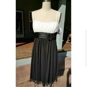 Dresses & Skirts - HOLIDAY PARTY Short Black/White Size 8 Dress NWT